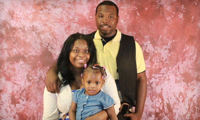 Snapshot Photos - Southeast Memphis Betterment Association: $29 for a One-Hour Photo Shoot with 16 Prints and Digital Images from Snapshot Photos ($75 Value)