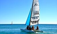 1 journée à la plage avec 2 transats et 1 parasol et sortie en catamaran d1h pour 1, 2 ou 3 à 34,90 € au Club Emeraude
