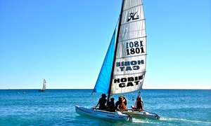Club Emeraude: 1 journée à la plage avec 2 transats et 1 parasol et sortie en catamaran d'1h pour 1, 2 ou 3 à 34,90 € au Club Emeraude