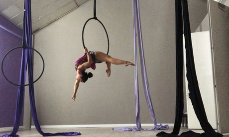 Bono de 4 u 8 sesiones de pole dance o elementos aéreos en Anegda&Jctraining (hasta 54% de descuento)