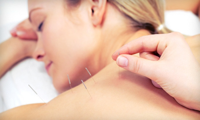 Oaktree Health - Centretown - Downtown: Three Acupuncture Treatments or Six Chiropractic Adjustments at Oaktree Health (Up to 93% Off)