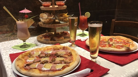 Aperitivo con cocktail, pizza e birra