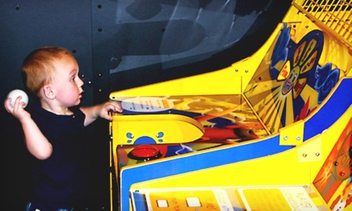 Snapperz Family Fun & Sports - Shadow Lakes: $10 for Admission for One, Three Attractions, Slice of Pizza, and 16-Ounce Soft Drink at Snapperz Family Fun & Sports (Up to $28 Value)