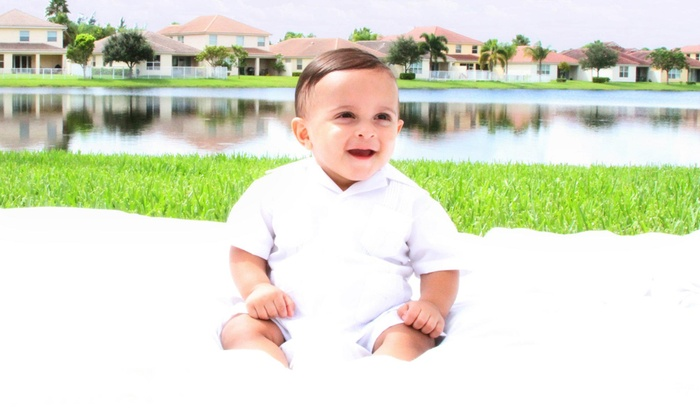 Green Light Media Group - Royal Palm Beach: One-Hour Photo Shoot with CD and Prints from Green Light Media Group (Up to 76% Off). Two Options Available.