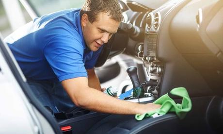 Lavado a mano de coche con opción a limpieza de tapicería, pulido faros y desinfección de ozono desde 14,95€ en Ecoclean