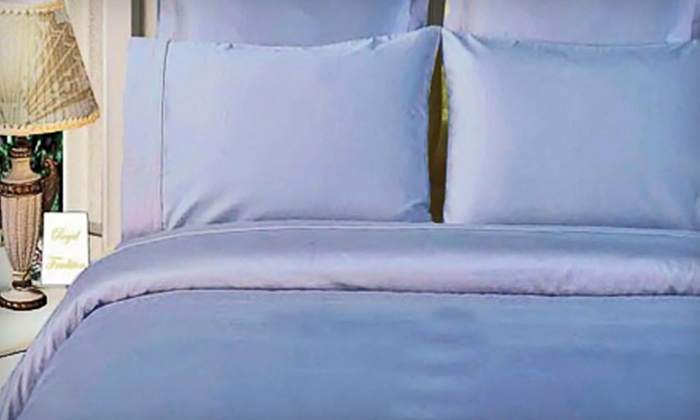 Duvet-Cover Set: Bamboo Three-Piece Duvet-Covers Set in King or Queen Sizes (Up to 78% Off). Five Colors Available.