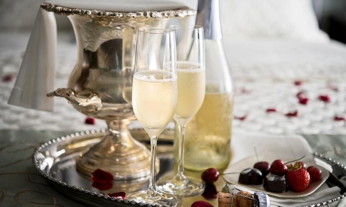 """Rendez-Vous Zen - Rendez-Vous Zen: Rituel """"Joyeuses Fêtes"""" pour 2 personnes avec champagne ou modelage d'1h au choix dès 35,90 € chez Rendez-Vous Zen"""