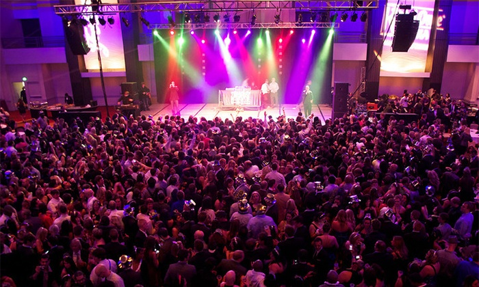 Downtown Countdown New Year's Eve - Pratt Street Ale House: $20 Off General or VIP Admission to Downtown Countdown Baltimore on New Year's Eve with Buffet and Open Bar