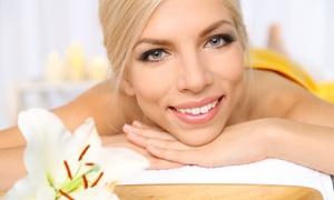 Centro Estetico Bellezza e Benessere: Seduta di bellezza con manicure, pedicure, pulizia viso, massaggio, ceretta e scrub