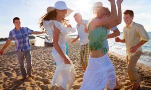 Blu Marlin Beach: Ingresso in spiaggia con 2 lettini e ombrellone per 2 persone da Blu Marlin Beach (sconto fino a 52%)