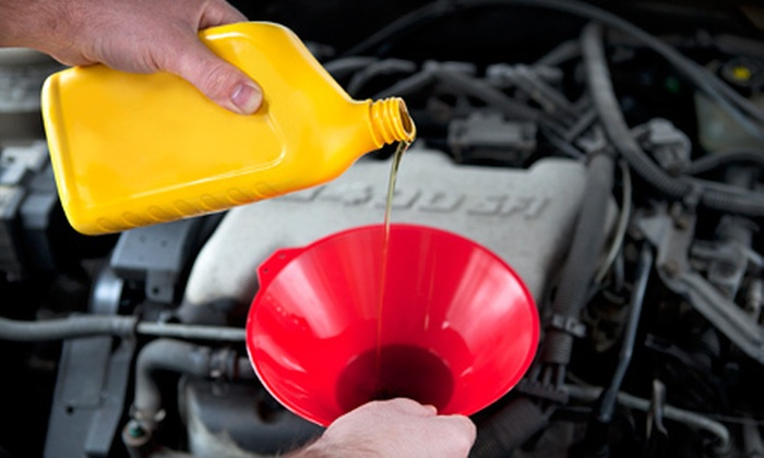 Carter's Auto Repair - West Congress: $40 for Three Full-Service Oil Changes at Carter's Auto Repair ($104.85 Value)