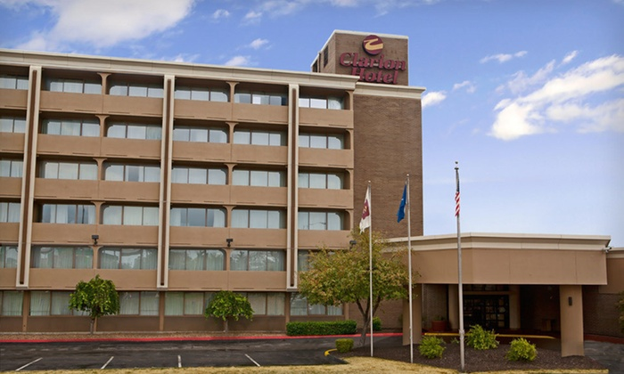 Clarion Hotel Sports Complex - Riss Lake: One-Night Stay with Breakfast Credit at Clarion Hotel Sports Complex in Kansas City