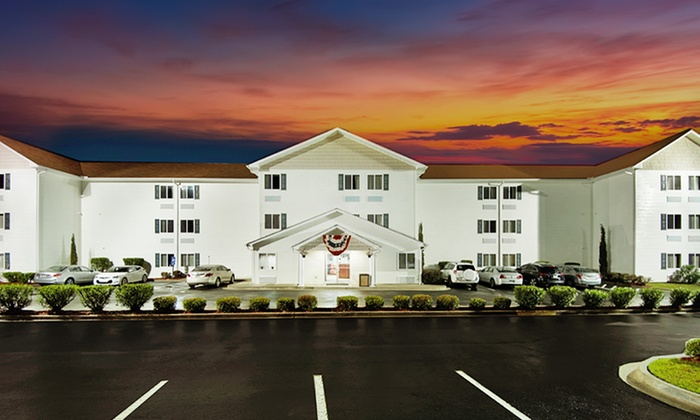 Days Inn Darien - Darien, GA: Stay at Days Inn Darien in Darien, GA; Dates into November
