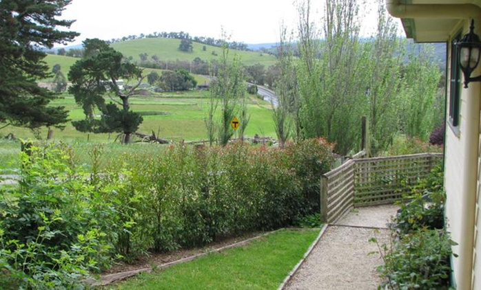Yarra Valley: 2 Nights for Up to Four with Breakfast at Leafield Cottages