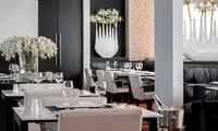 Menú para dos en el restaurante del hotel Hilton con entrante, principal y bebida por 89€ y con botella de vino por 112€