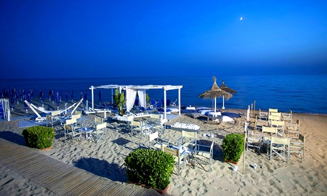 Marina di Ugento: soggiorno di 1, 2 o 3 notti con colazione, aperitivo e ingresso in spiaggia al Relais Badia Del Casale