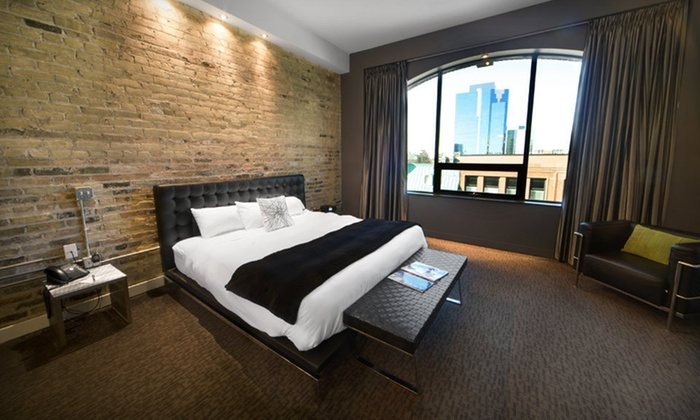 Hotel Metro - Central London: One-Night Stay for Four at Hotel Metro in London, Ontario