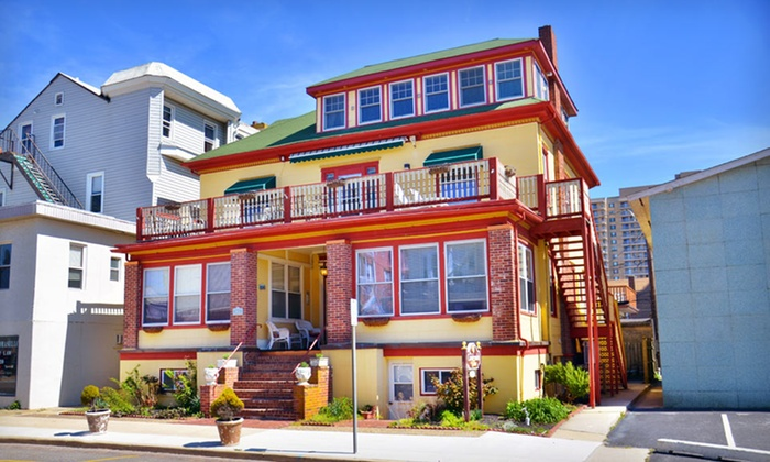 The Carisbrooke Inn - Greater Atlantic City, NJ: One-Night Stay with a Stay-the-Day Beach Package at The Carisbrooke Inn in Ventnor City, NJ