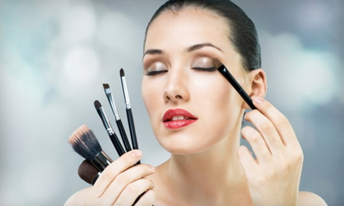 Blaze Management Agency - Ashwaubenon: $49 for a Six-Hour Hair-and-Makeup Course with Makeup Goody Bag from Blaze Management Agency ($495 Value)