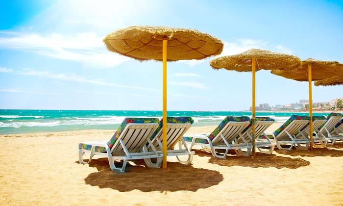 Bagni Smeraldo - Bagni Smeraldo: Ingresso in spiaggia per 2 o 4 persone con ombrellone, lettini e pedalò da 10,90 €