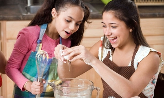 Chefs 2b - Humble: $22 for Kids' Cooking Class at Chefs 2b in Humble ($45 Value)