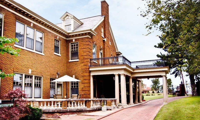 Kennedy Mansion Bed and Breakfast - Gilcrease Hills: One-Night Stay in the Presidential or Country Club Suite at Kennedy Mansion Bed and Breakfast in Tulsa