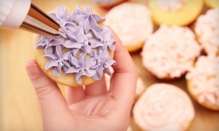 Charm City Cupcakes - Charles Village: $30 for a Cupcake Decorating 101 Class at Charm City Cupcakes