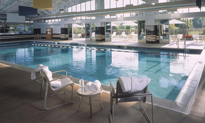 Eaglewood resort and spa in itasca il groupon getaways for Spa getaways near chicago