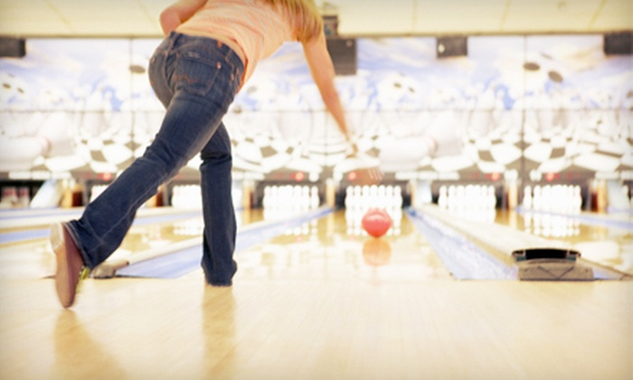 Galaxie Bowling - District d'Aylmer: 90-Minute Bowling Outing for 6 or 12 People with Shoe Rental at Galaxie Bowling (Up to 66% Off)