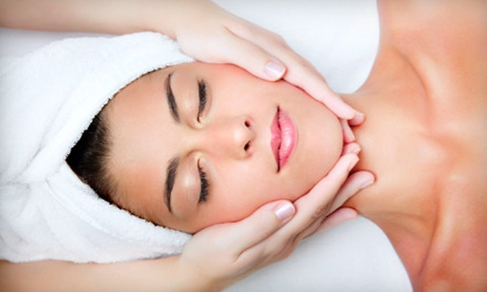 Au Natural Skin Rejuvenation Center - Montclair Business: $85 for a Spa Package with Facial, Peel, and LED Treatment at Au Natural Skin Rejuvenation Center in Oakland ($320 Value)