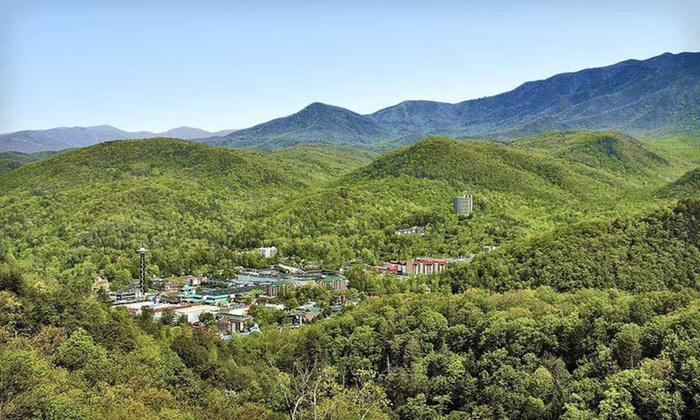 Glenstone Lodge - Gatlinburg, TN: One-Night Stay for Up to Four at Glenstone Lodge in Gatlinburg, TN