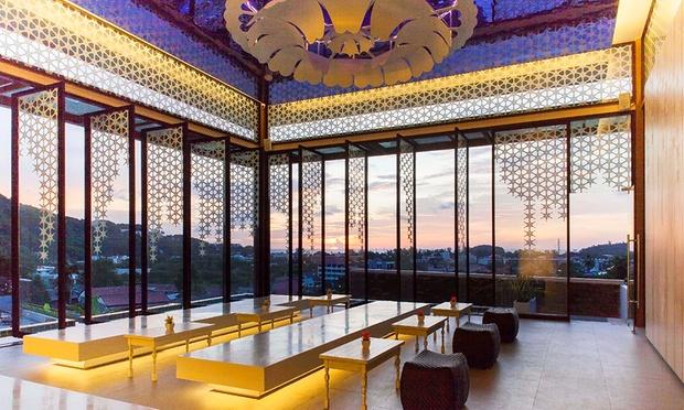 Phuket: 4* Stay at Eastin Hotel 5