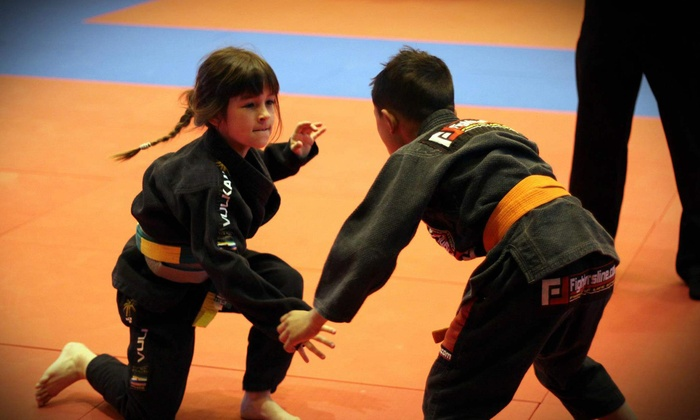 Claudio França Brazilian Jiu-Jitsu - Claudio Franca Self Defence and Kickboxing - Santa Cruz: Jiu-Jitsu or Fitness Kickboxing Classes at Claudio França Brazilian Jiu-Jitsu (Up to 70% Off). Three Options Available.