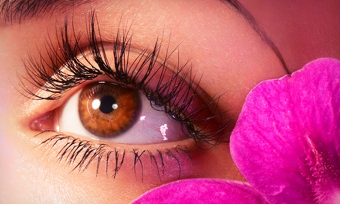 En V Skin Spa - Seven Lakes: $89 for Full Set of Eyelash Extension with Touch-Up at En V Skin Spa ($200 Value)