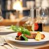 Menu di pesce e calice di vino