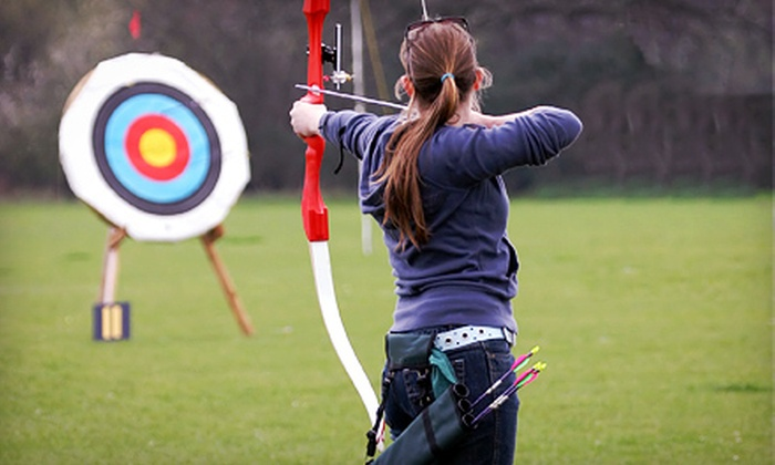 Hunter Joe's - Simpsonville: $29 for a 60-Minute Archery Class with Lesson and Practice Time at Hunter Joe's ($60 Value)