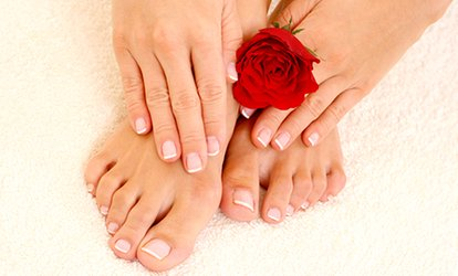 Una o 3 manicure e pedicure estetiche con smalto da Beauty Center Snellissima (sconto fino a 72%)