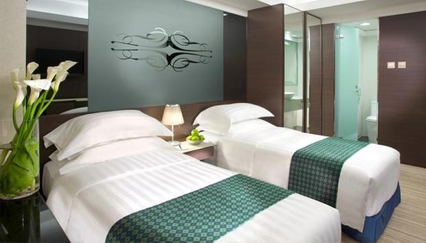 HK: Boutique Hotel + Flights 1