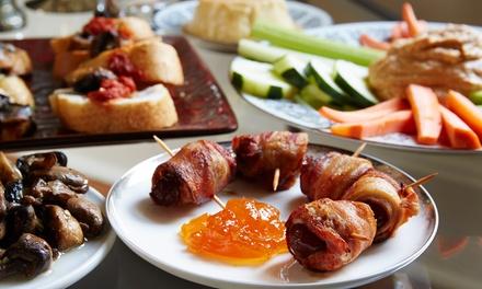 1 grande assiette de tapas (Picoteo) et 1 litre de sangria pour 2 personnes à 16,90 € au restaurant Chico Loco