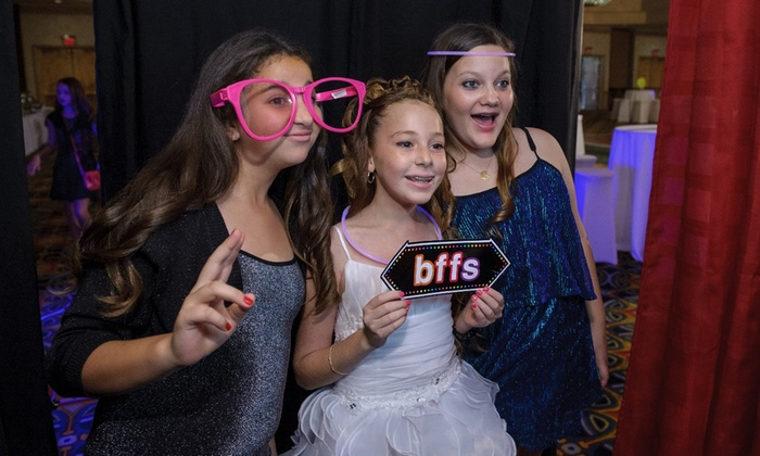 Q Event Productions - Cleveland: $495 for $900 Worth of Photo-Booth Rental — Q Event Productions - Cleveland