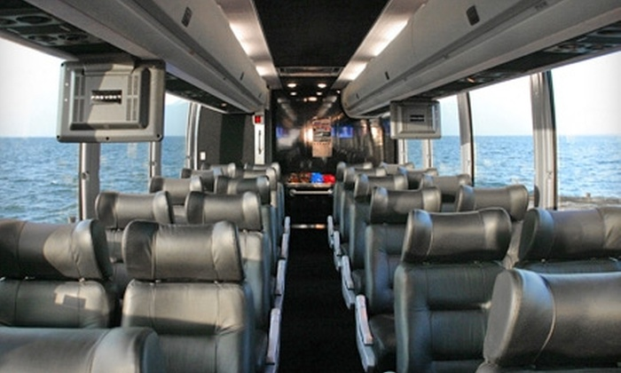 Hampton Luxury Liner - Murray Hill: $125 for a Full-Day Vineyard Bus Tour for Two Including Breakfast and Lunch from Hampton Luxury Liner ($300 Value)