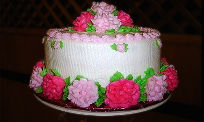 Castle of Cakes - Silverado Ranch: $20 for a Cupcake-Decorating or Cake-Pops Class at Castle of Cakes ($40 Value)