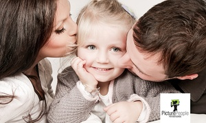 Picture People (Zentrale): 90 Min. Fotoshooting Familie und Kids mit 1 Make-Up und 2 Fotos als 15 x 20 cm Ausdruck bei PicturePeople (76% sparen*)