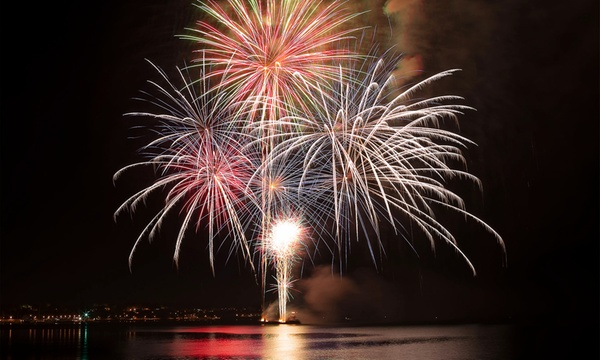 90 Minute Friday Night Firework Sail For One Two Or Four From Pink Sails Waikiki Up To 57 Off