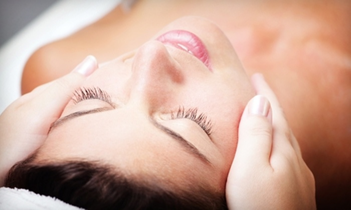 Effervescent Spa - Central Omaha: $30 for a Facial with a Mini Pedicure at Effervescent Spa ($65 Value)