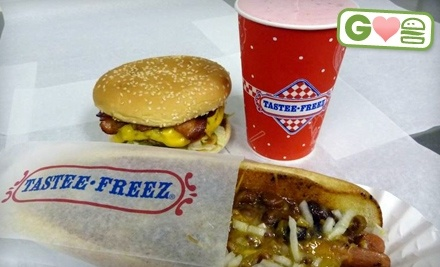 Jewel Lake Tastee Freez: Bacon-Cheeseburger Meal and a Sundae  - Jewel Lake Tastee Freez in Anchorage