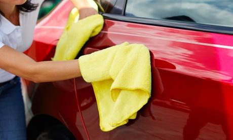 Lavado interior y exterior y opción a limpieza de motor, pulido de faros y limpieza de tapicería desde 9,90€ en Akua Box