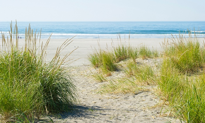 The Shelburne Inn - Seaview, WA: 2-Night Stay for Two with Wine at The Shelburne Inn in Seaview, WA. Check In Sunday–Wednesday. Combine Up to 4 Nights.