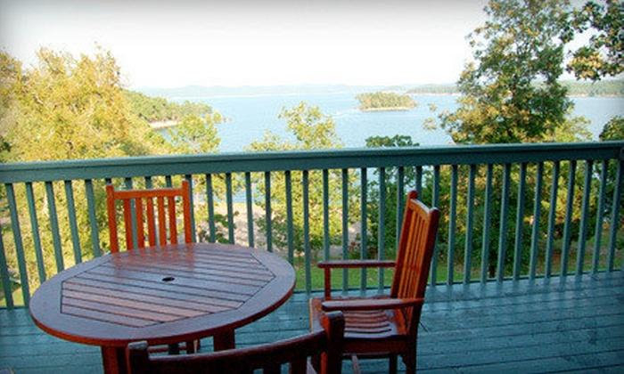 Lakeview Lodge - Lakeview Lodge: $55 for a One-Night Stay with Breakfast at Lakeview Lodge ($115 Value)