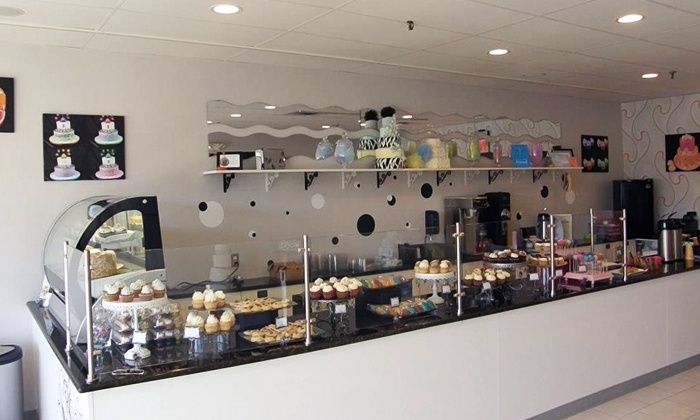 Fanny Cakes - Nesconset: $16 for One Dozen Cake Pops at Fanny Cakes ($30 Value)